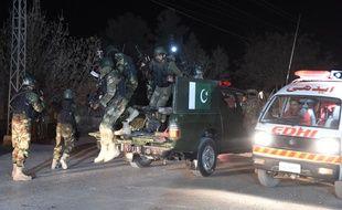 L'armée pakistanaise arrive à l'école de police qui a subi une attaque, le 24 octobre 2016.