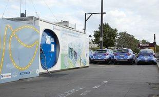Une station hydrogène à Paris où se rechargent plusieurs taxis de la capitale.