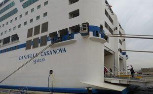 Un bateau de la SNCM à Marseille.