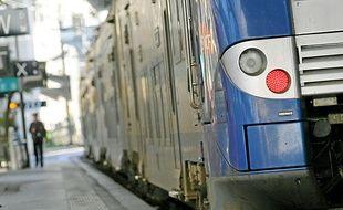 Un TER en gare de Nice-Ville.