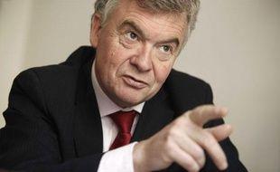 Jean-Paul Garraud, deputé UMP de Gironde, dans son bureau à l'Assemblée nationale, à Paris, le 4 mai 2010.