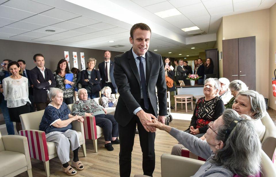 Emmanuel Macron tente de reconquérir les retraités 960x614_emmanuel-macron-campagne-maison-retraite-talence-13-decembre-2016
