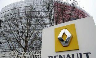 """Le gouvernement a fait monter au front mercredi deux de ses poids lourds, Pierre Moscovici et Michel Sapin, pour réaffirmer son opposition à tout """"chantage"""" aux fermetures de sites dans la négociation sur un accord de compétitivité chez Renault."""