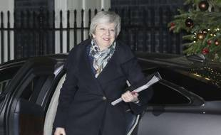 Theresa May arrive au 10 Downing Street, le 12 décembre 2018.
