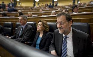 Les députés espagnols ont définitivement approuvé jeudi le budget 2012, d'une rigueur historique, qui prévoit plus de 27 milliards d'euros d'économies dans le but de réduire le déficit public du pays à 5,3% du PIB.