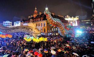 """Etranges créatures volantes, géant ébouriffé, fantômes et monstres ont envahi les rues de Lille en musique samedi soir pour une parade survoltée marquant le coup d'envoi de """"Fantastic"""", plus de trois mois de manifestations culturelles qui plongeront la ville dans un univers imaginaire."""