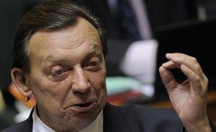 L'ancien ministre socialiste Michel Daerden, 62 ans, une figure populaire et atypique du monde politique belge, est décédé dimanche dans le sud de la France, où il était hospitalisé depuis le 25 juillet après avoir été victime d'un double malaise cardiaque, a annoncé sa famille.