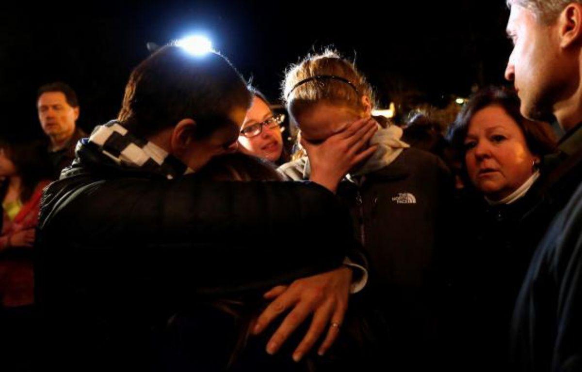 Veillée religieuse dans une église de Newtown, après la tuerie dans laquelle 26 personnes ont trouvé la mort, le 14 décembre 2012. – S.STAPLETON/REUTERS