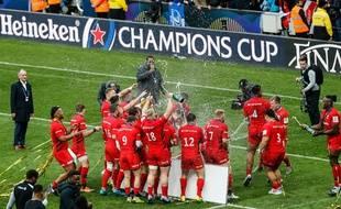 La joie des Anglais des Saracens, vainqueurs de la finale de la Champions Cup 2019 face aux Irlandais du Leinster, à Newcastle.