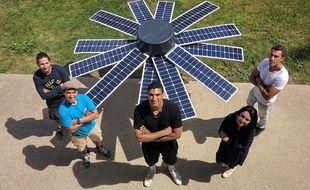 Le panneau solaire O'Sol se déploie comme une fleur et suit le soleil tel un tournesol.