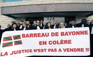 Des avocats du barreau de Bayonne manifestent contre la réforme Macron à Bayonne, le 9 décembre 2014