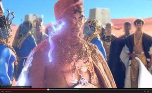 Extrait du clip «Dark Horse» de Katy Perry.