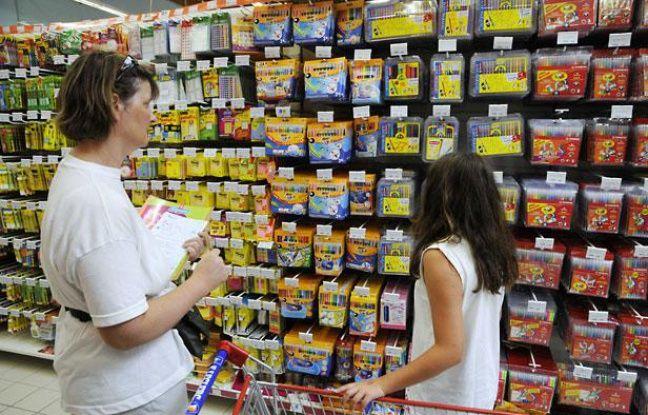 Courses dans un supermaché avant la rentrée scolaire de 2010.