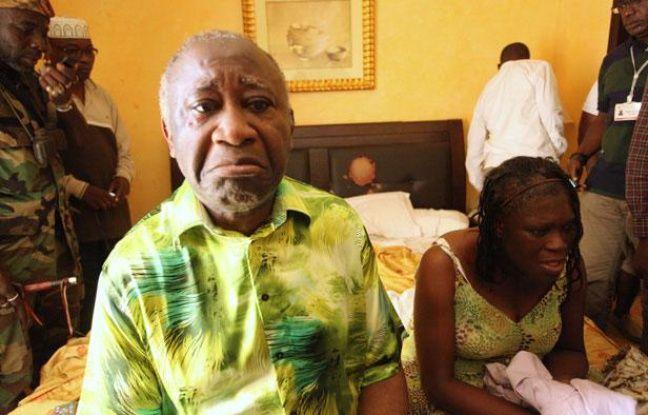 Le président ivoirien sortant Laurent Gbagbo et son épouse Simone à l'hôtel du Golf à Abidjan, après leur arrestation, le 11 avril 2011.