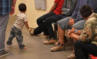 Aux Etats-Unis, des enfants de migrants séparés de leurs parents.