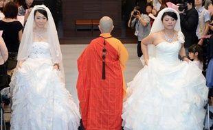 Deux Taïwanaises ont célébré samedi la première union homosexuelle bouddhiste de Taïwan lors d'une cérémonie au monastère de Taoyuan, dans le nord de l'ile, espèrant qu'elle ouvrira la voie à la légalisation du mariage gay à Taïwan et en Asie.