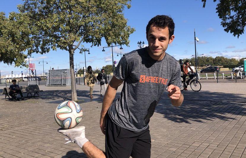 Bordeaux : Spectacles, cours, entraînements, tournois… C'est quoi la vie d'un football freestyler ?
