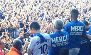 Belfort, le 27 mai 2016. - Supporters et joueurs du Racing club de Strasbourg fêtent la montée en Ligue 2 après le nul à Belfort (0-0).