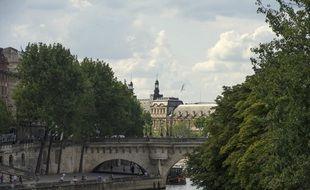 Un homme a été poignardé et ses deux amis jetés dans la Seine sous le Pont-Neuf