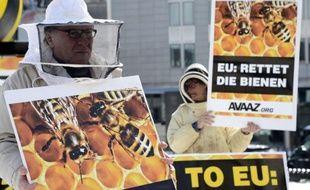 Une coalition d'intérêts divergents au sein de l'Union européenne a empêché vendredi la constitution d'une majorité pour interdire pendant deux ans plusieurs pesticides mortels pour les abeilles, a-t-on appris de sources européennes.