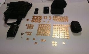 Les pièces d'or saisies par les gendarmes.
