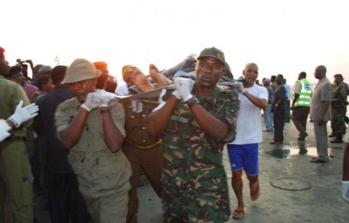 Au moins 62 corps ont été récupérés et il n'y avait plus d'espoir de retrouver de survivants parmi les au moins 83 disparus, après le naufrage mercredi d'un ferry au large de l'archipel tanzanien semi-autonome de Zanzibar, a indiqué jeudi le porte-parole de la police locale. – Issa Yussuf afp.com
