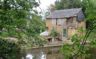 Construit en 1880, le lavoir de Chézy va être reconstruit à l'identique.