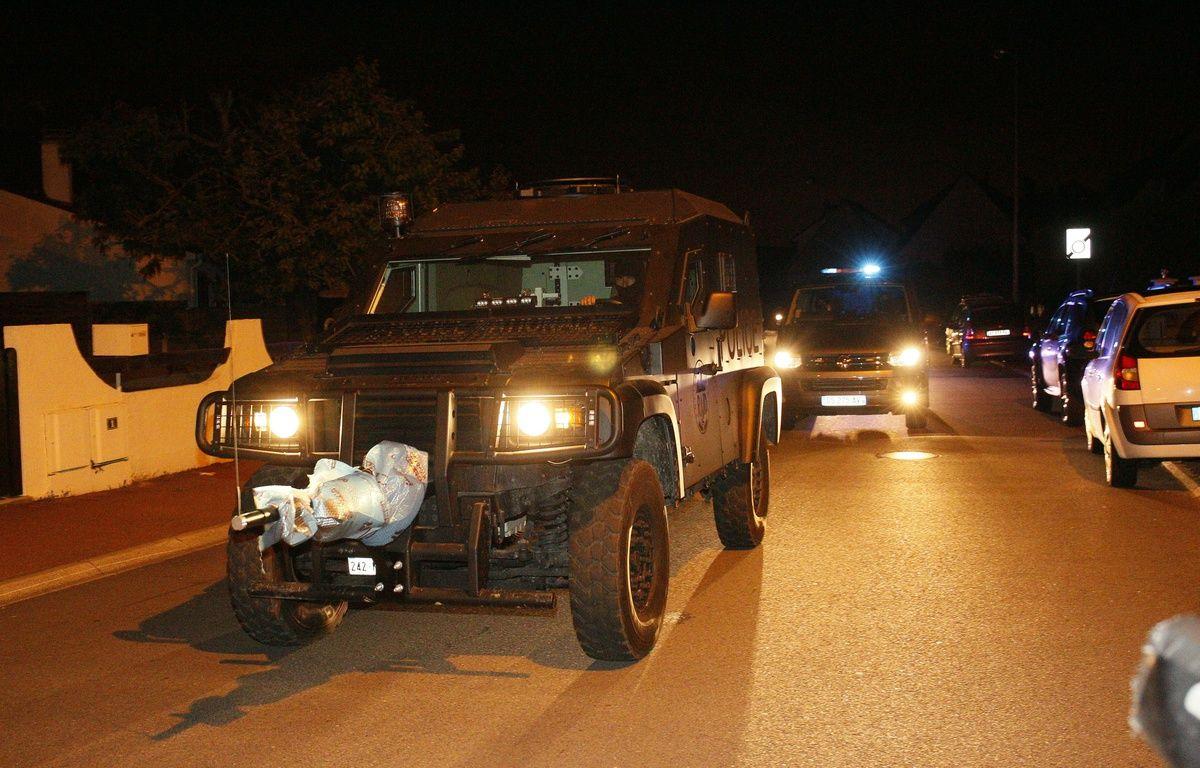 Un véhicule du Raid à Magnanville, dans les Yvelines, où un couple de policiers a été tué, le 14 juin 2016. – MATTHIEU ALEXANDRE / AFP