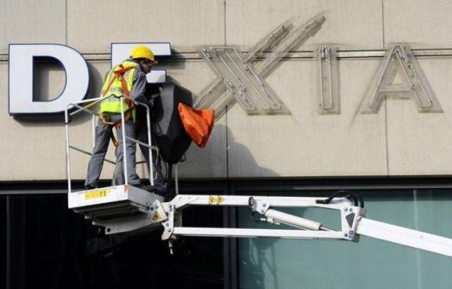 Dexia a fait mercredi un grand pas vers l'achèvement de son démantèlement en retenant trois finalistes pour la cession de sa filiale de gestion d'actifs et en revoyant sa gouvernance, avec le départ du président de son conseil d'administration.