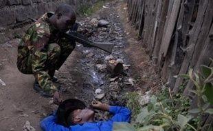 Un Kenyan de 15 ans tué lors des violences ethniques, le 27 janvier 2008 à Nakuru, dans la vallée du Rift