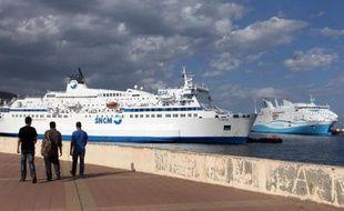 """La Société nationale Corse Méditerranée (SNCM) a accusé mercredi les deux autres compagnies, Corsica Ferries et la Méridionale, assurant les liaisons maritimes Corse-continent, de """"connivences"""" et de """"jeu trouble"""" en vue de couler l'opérateur historique."""