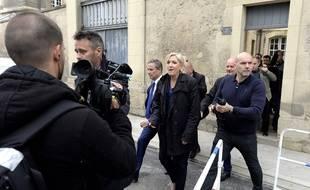 Marine Le Pen a quitté la cathédrale de Reims par la porte arrière car des militants criaient «Marine rends l'argent».