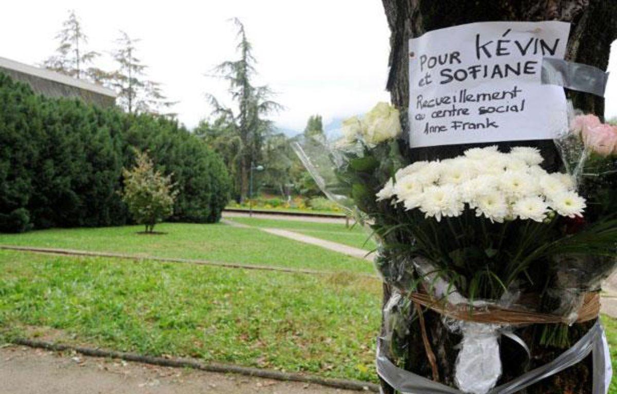 Hommage aux deux victimes d'une rixe mortelle survenue le 28 septembre à Echirolles, près de Grenoble (Isère). – JEAN-PIERRE CLATOT / AFP