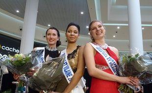 Ketty Favre, Miss Ille-et-Vilaine, entourée de ses deux dauphines, Laurène Fontaine (à gauche) et Maëlle Sourget (à droite).