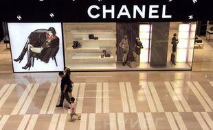 De grands parfumeurs, tel que Chanel, Guerlain ou L'Oréal mais aussi des distributeurs, comme Marionnaud, Nocibé et Sephora, ont été condamnés au total à plus de 40 millions d'euros d'amendes par la cour d'appel de Paris pour entente sur les prix.