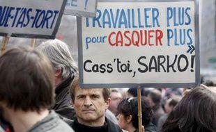 «Travailler plus pour casquer plus... Cass'toi, Sarko»: un slogan lors de la manifestation à Lyon, le 19 mars 2009.