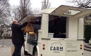 Le Farm Truck livre à Strasbourg des paniers-recette à préparer soi-même.