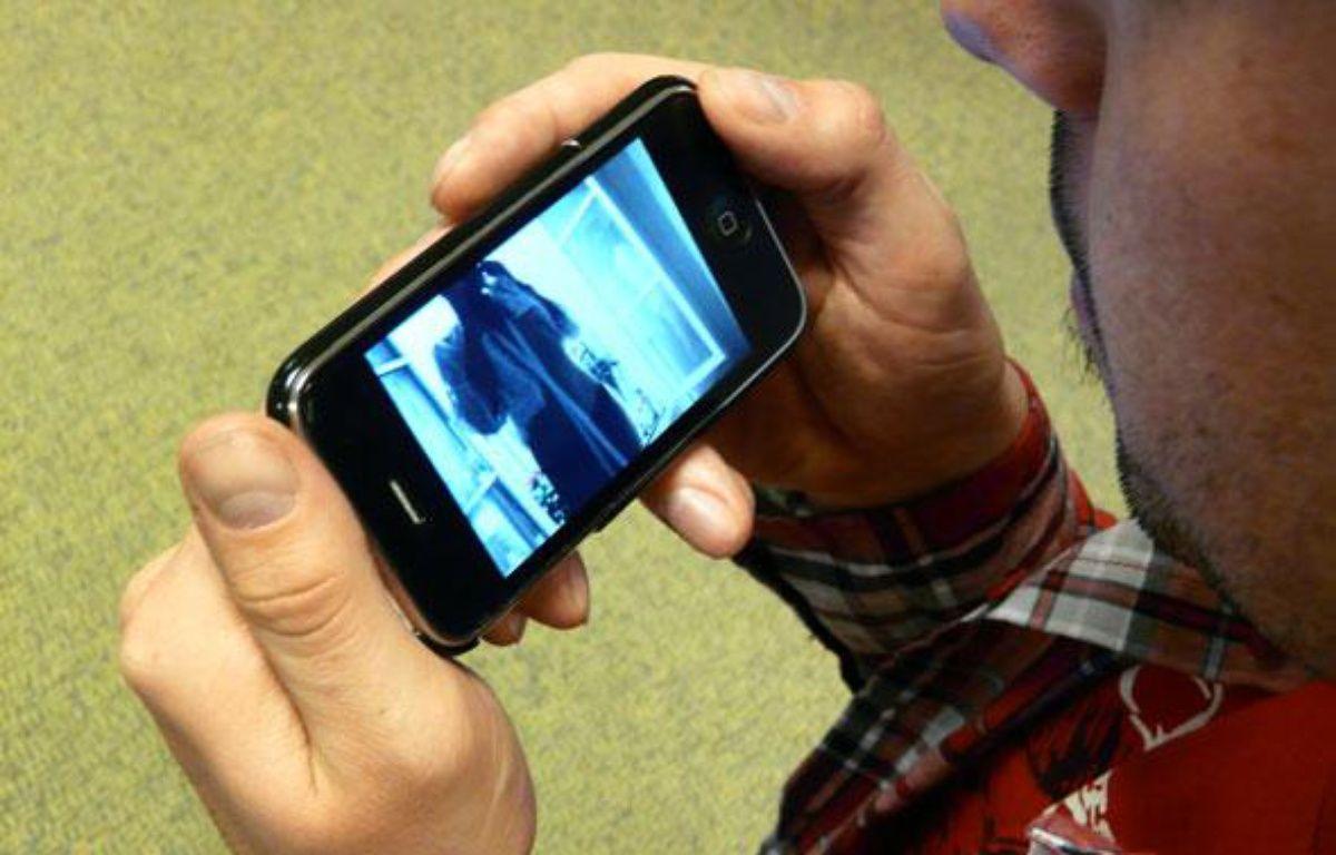 Les «sextos» sont des images suggestives envoyées via un téléphone portable. – 20minutes