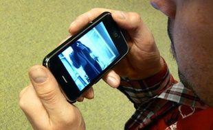 Les «sextos» sont des images suggestives envoyées via un téléphone portable.