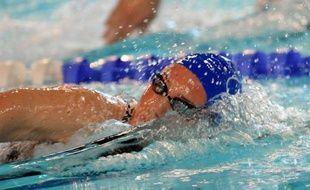 Camille Muffat a battu en 1 min 55 sec 40/100e le record de France du 200 m nage libre, détenu jusque-là par Laure Manaudou, en demi-finale des Championnats de France, mardi à Dunkerque.
