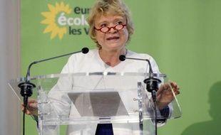 Eva Joly, candidate EELV à la présidentielle, interrogée lundi par i-Télé sur les débrayages dans les aéroports, a préconisé d'obliger à négocier avant d'avoir recours à la grève.