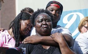 La famile de Donnell Thompson, abattu par erreur par un policier à Los Angeles.