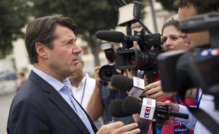 """Christian Estrosi a appelé mercredi à soutenir sans faille le Premier ministre dans la polémique qui l'oppose à Rachida Dati et à clore """"les guéguerres"""" dont l'UMP, affirme-t-il, """"ne veut plus entendre parler."""