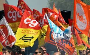 Des drapeaux de la CGT  lors d'une manifestation à Toulouse le 19 avril 2018.