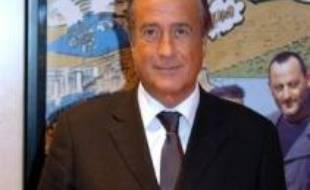 Charles Villeneuve, journaliste et homme de télévision, devrait être nommé mardi président du Paris SG en remplacement de Simon Tahar, a annoncé dimanche la station de radio RMC sur son site internet.