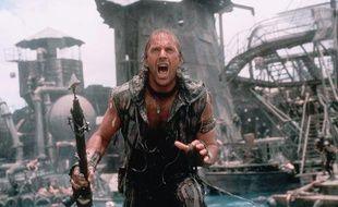 Kevin Costner dans le film Waterworld en 1995.