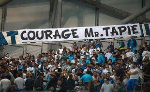 Les supporters ont déployé de nombreuses banderoles en hommage à Bernard Tapie.