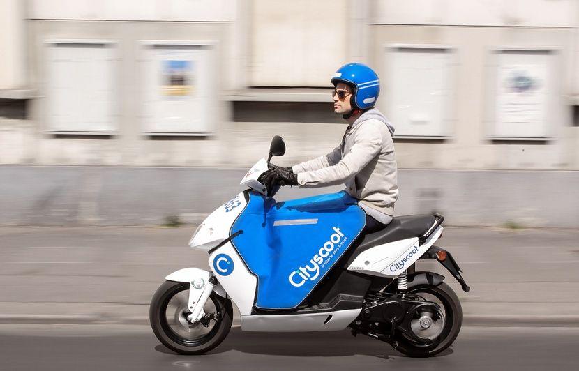 «Un scooter électrique, mais à quel prix?» Les internautes prêts à moins polluer, mais insatisfaits par l'offre