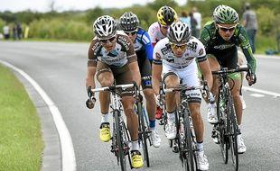 Le coureur d'AG2R La Mondiale (à gauche) a passé 164 km en tête.