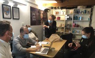 Propriétaire de trois salons de coiffure à Marseille, Luc Mengual a réuni ses équipes avant la réouverture